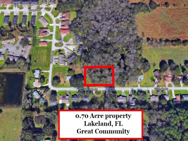 Lot <b>Size:</b> 0.7  Land style home in Lakeland