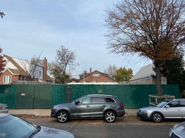 Lot <b>Size:</b>   Land style home in Rego Park