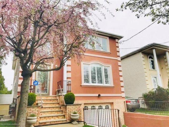 3 BR,  2.00 BTH Multi-family style home in Annadale