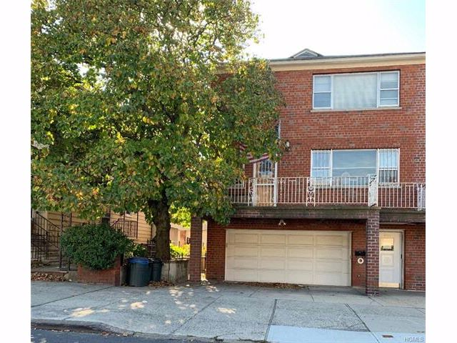 6 BR,  2.55 BTH Two story style home in Parkchester