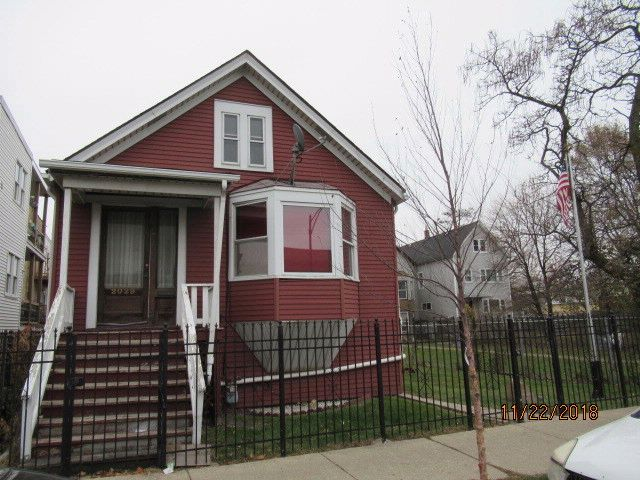 3 BR,  2.00 BTH House style home in Chicago