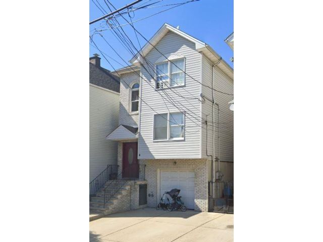 3 BR,  2.00 BTH Apartment style home in East Newark