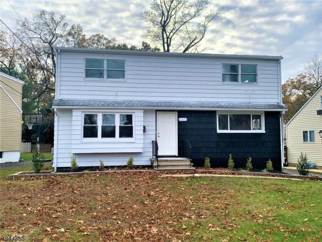 5 BR,  2.00 BTH  Cape style home in Plainfield