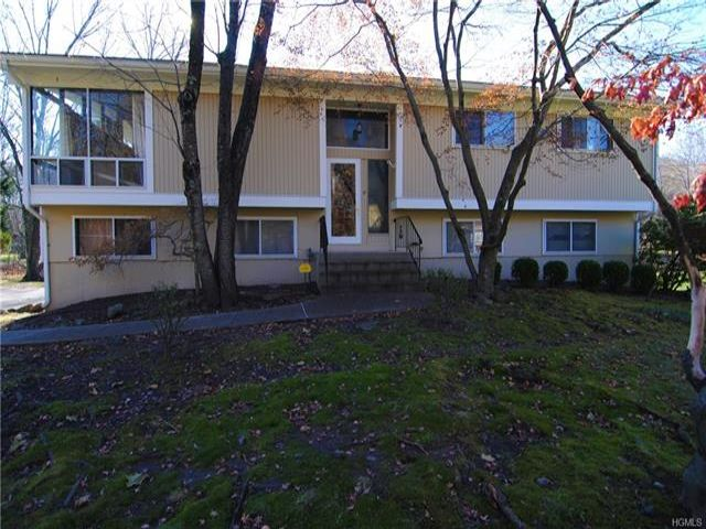 4 BR,  2.50 BTH  Bilevel style home in Suffern