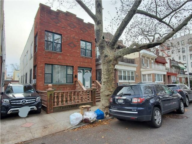 7 BR,  3.00 BTH  Multi-family style home in Bay Ridge