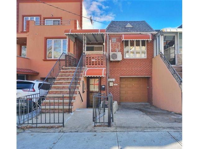 3 BR,  2.00 BTH Multi-family style home in Bensonhurst
