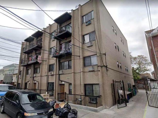 42 BR, 25.00 BTH Multi-family style home in Corona