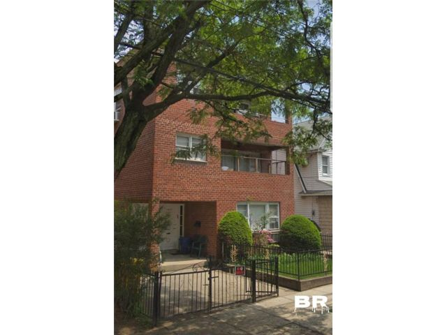 9 BR,  6.00 BTH Multi-family style home in Midwood