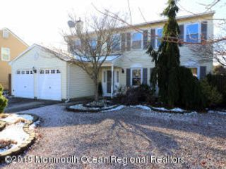 4 BR,  2.50 BTH Colonial style home in Brick