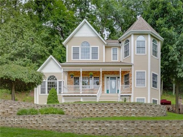 3 BR,  3.00 BTH Victorian style home in Haverstraw Town