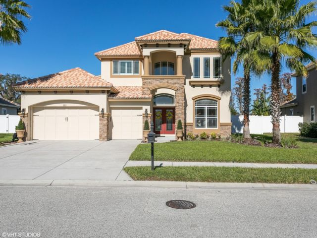 4 BR,  3.50 BTH  2 story style home in New Port Richey
