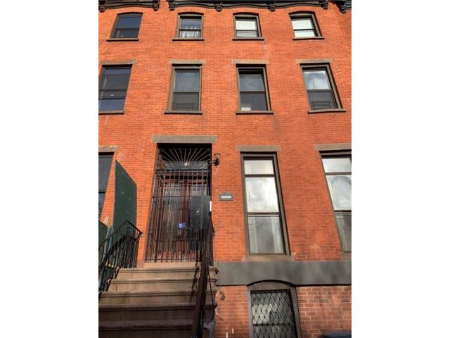 2 BR,  1.00 BTH  Multi-family style home in Bedford Stuyvesant