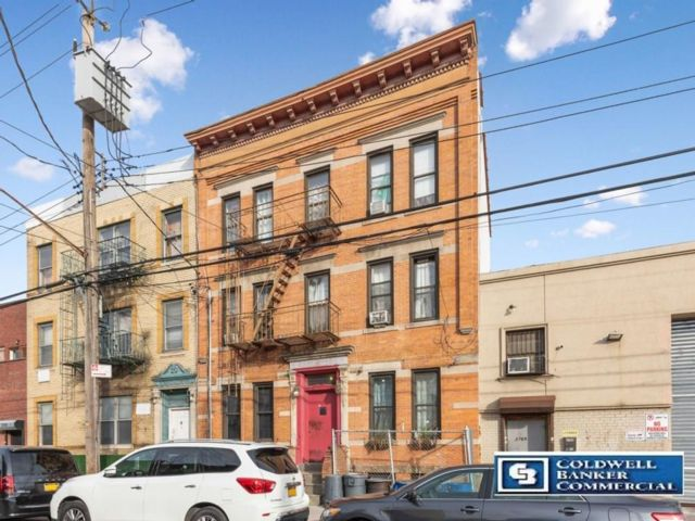 17 BR,  6.00 BTH  Multi-family style home in Coney Island