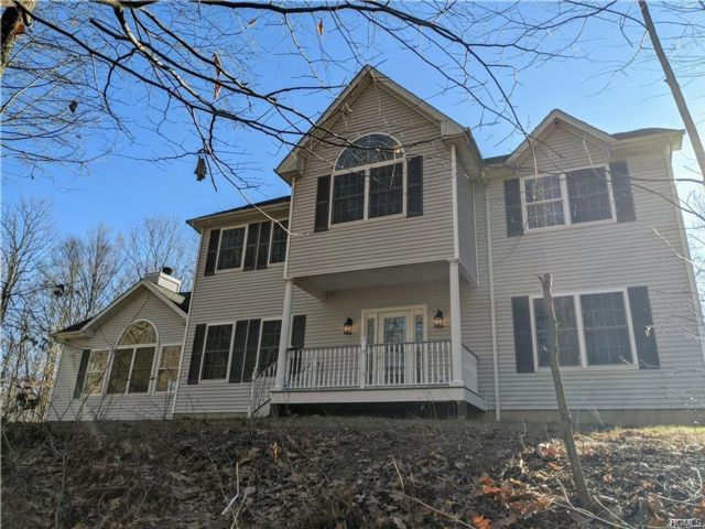 4 BR,  2.50 BTH Colonial style home in Haven
