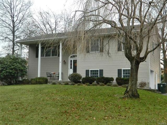 4 BR,  2.50 BTH  Bilevel style home in Newburgh