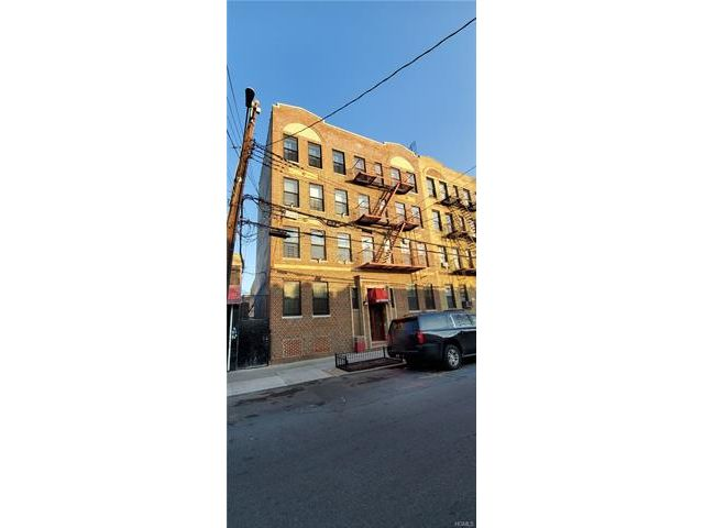 2 BR,  1.00 BTH Mid rise style home in Soundview