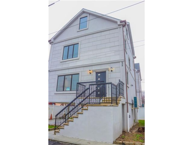 3 BR,  4.00 BTH  Single family style home in Gerritsen Beach