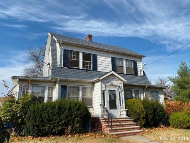 4 BR,  2.00 BTH  Colonial style home in Westfield