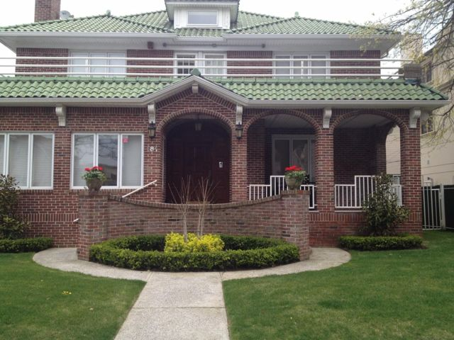 5 BR,  4.00 BTH Single family style home in Manhattan Beach