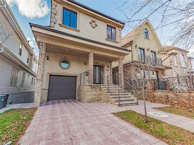 4 BR,  3.00 BTH Single family style home in Sheepshead Bay