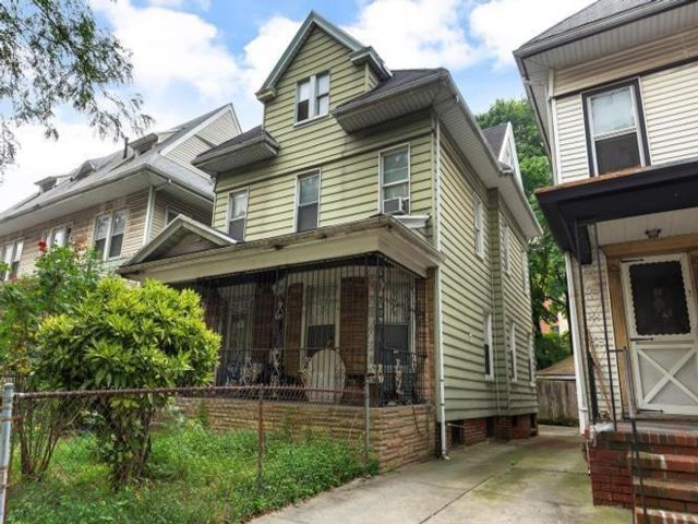 6 BR,  3.00 BTH  Single family style home in Flatbush