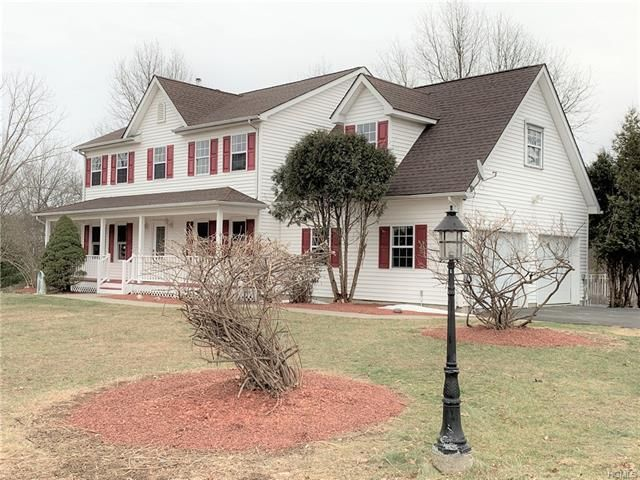 4 BR,  3.50 BTH Colonial style home in Rock Tavern