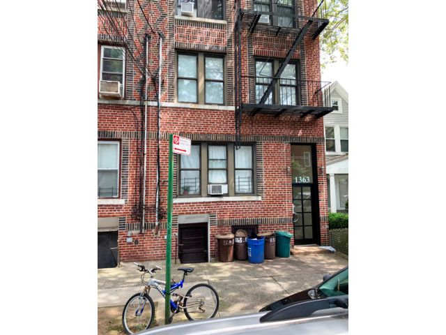 8 BR,  6.00 BTH  Townhouse style home in Brooklyn