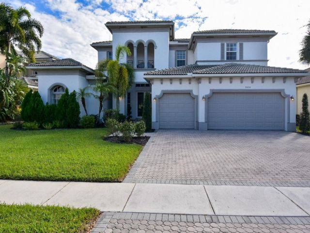 5 BR,  4.50 BTH 2 story style home in Lake Worth