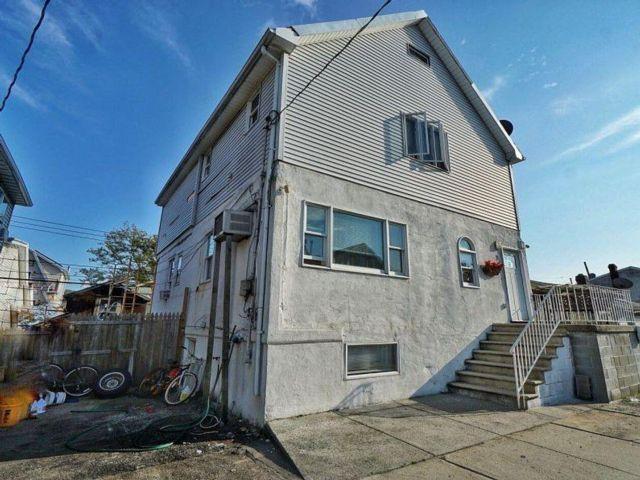 3 BR,  2.00 BTH Duplex style home in Gerritsen Beach