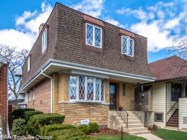 4 BR,  3.50 BTH  Other style home in Elmwood Park