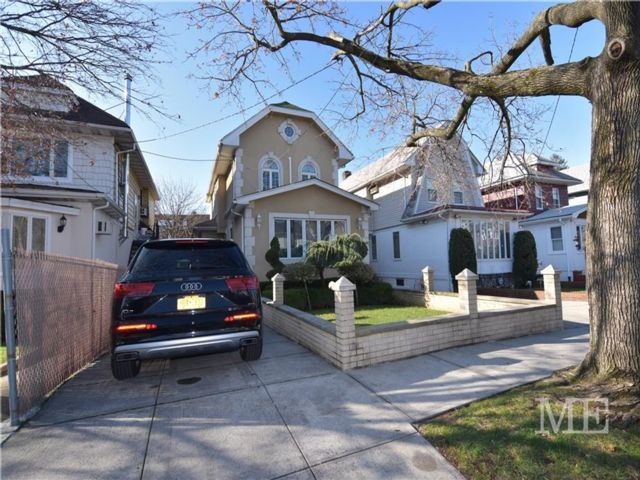 3 BR,  3.00 BTH Single family style home in Marine Park