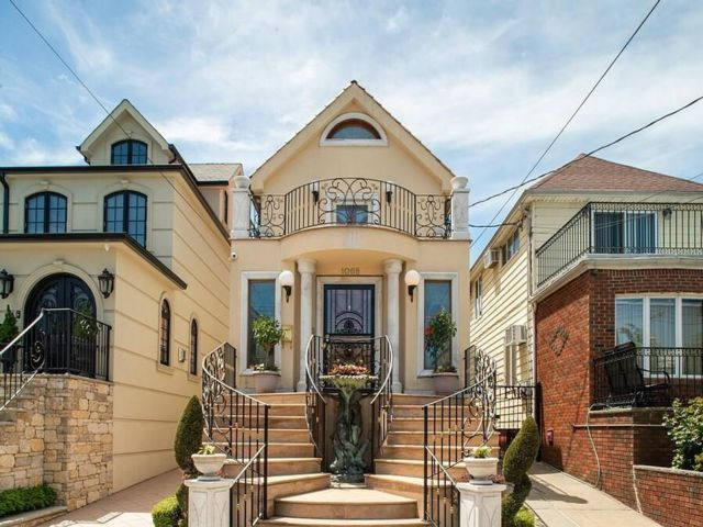 3 BR,  5.00 BTH  Single family style home in Dyker Heights