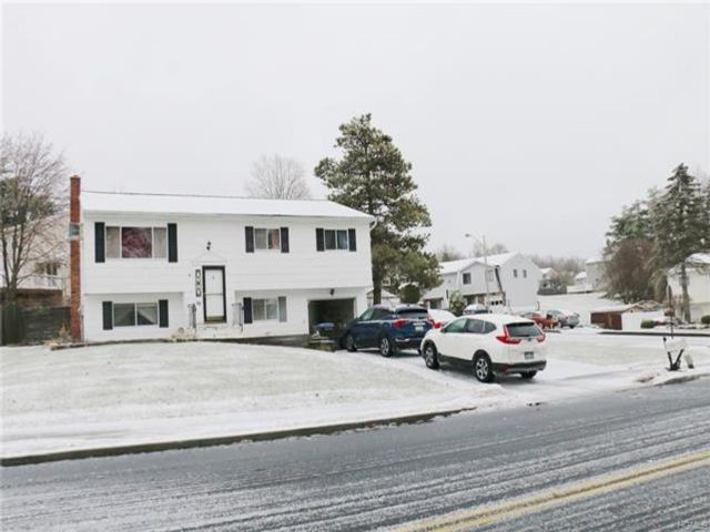 4 BR,  1.50 BTH  Bilevel style home in Washingtonville