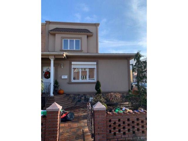3 BR,  2.00 BTH Single family style home in Bensonhurst