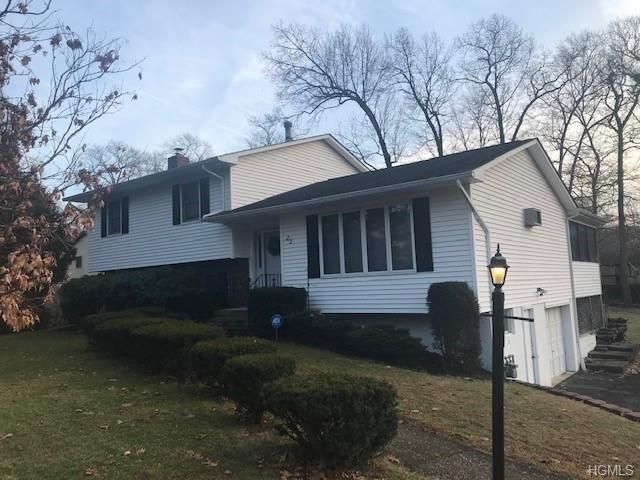 4 BR,  3.00 BTH  Split level style home in Newburgh