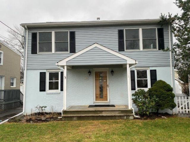 3 BR,  2.00 BTH  Colonial style home in Woodbridge