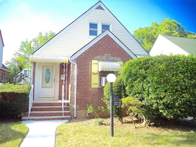 4 BR,  2.00 BTH Single family style home in Cambria Heights