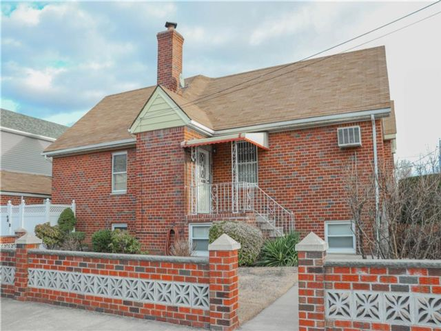 4 BR,  3.00 BTH Single family style home in Marine Park