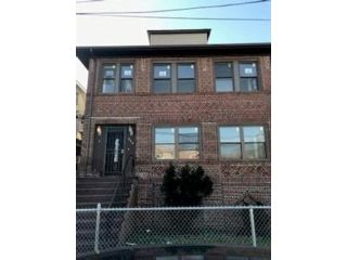 7 BR,  2.00 BTH  Multi-family style home in Arverne