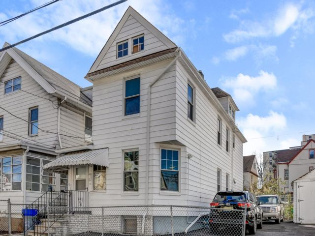 3 BR,  1.50 BTH  style home in Passaic