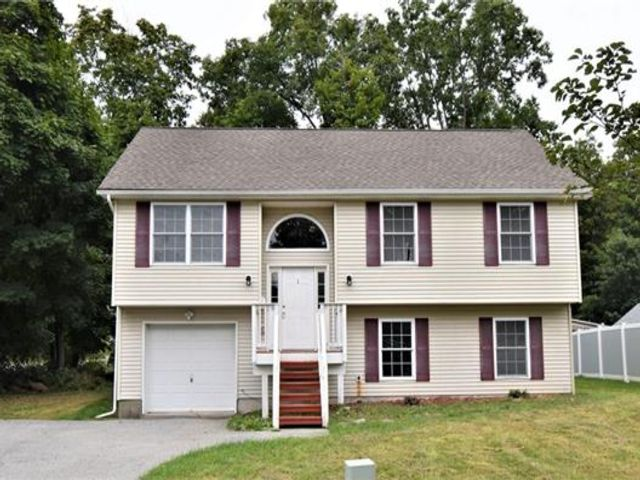 4 BR,  3.00 BTH Raised ranch style home in Poughkeepsie