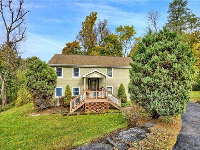 5 BR,  2.00 BTH Bilevel style home in Cornwall On Hudson