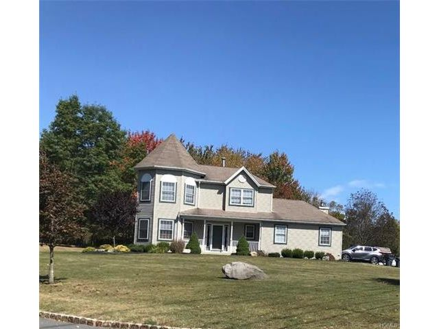 5 BR,  3.50 BTH Colonial style home in Highland Mills