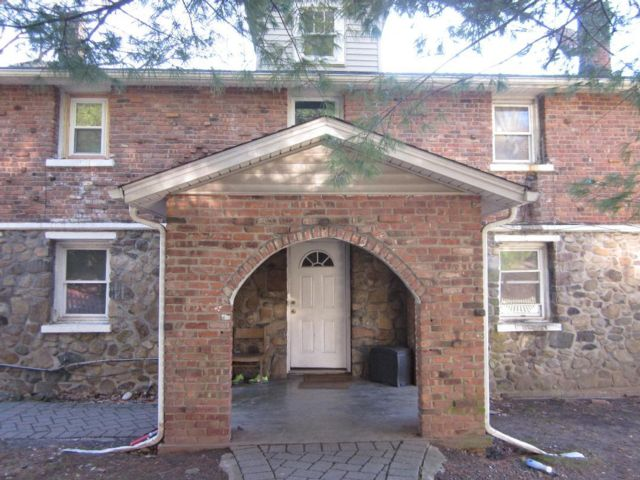 3 BR,  1.50 BTH Apartment style home in Congers