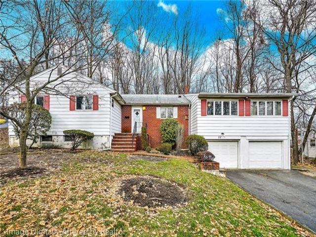 6 BR,  3.00 BTH  Ranch style home in Monsey