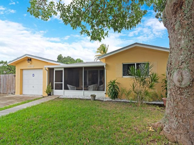2 BR,  2.00 BTH  Ranch style home in Fort Lauderdale