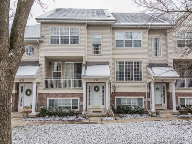 2 BR,  2.55 BTH Condo style home in St. Charles