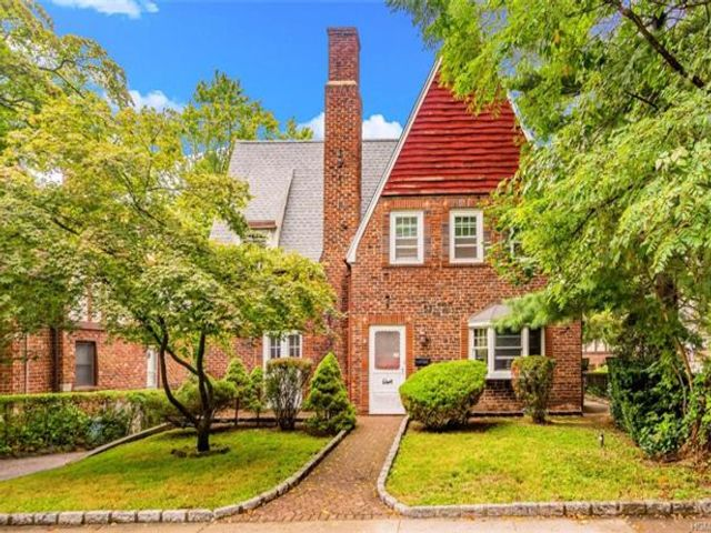 3 BR,  1.50 BTH Tudor style home in Bronxville
