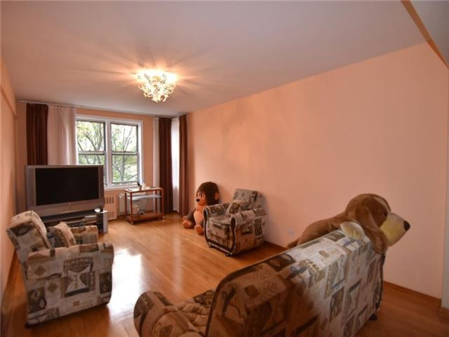 4 BR,  2.00 BTH Co-op style home in Sheepshead Bay