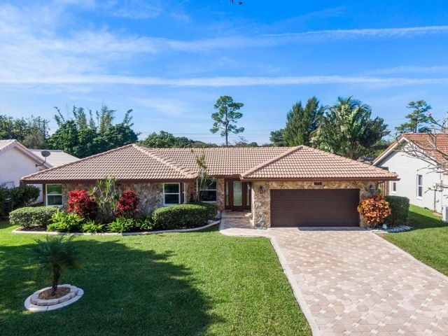 4 BR,  2.00 BTH  Contemporary style home in Coral Springs